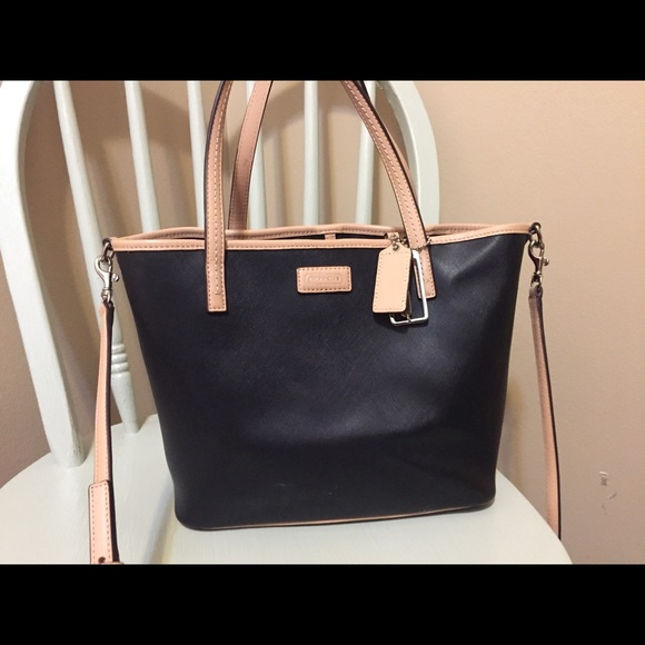 Handbags - Coach tote
